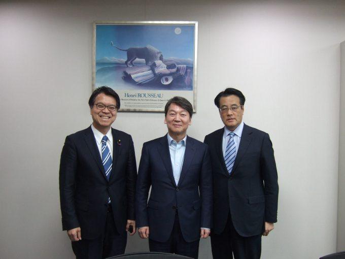 写真:韓国大統領候補に名前が挙がっている安哲秀(アン・チョルス)議員と。韓国にて(2月20日)